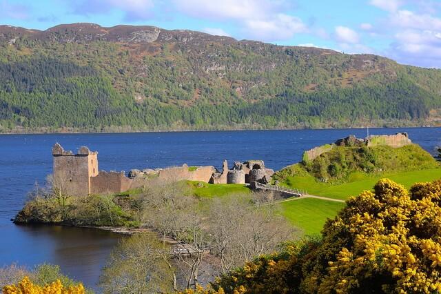 Озеро Лох-Несс в Шотландии и лох-несское чудовище