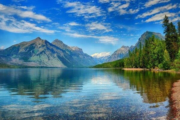 Фото озера Макдональд в США