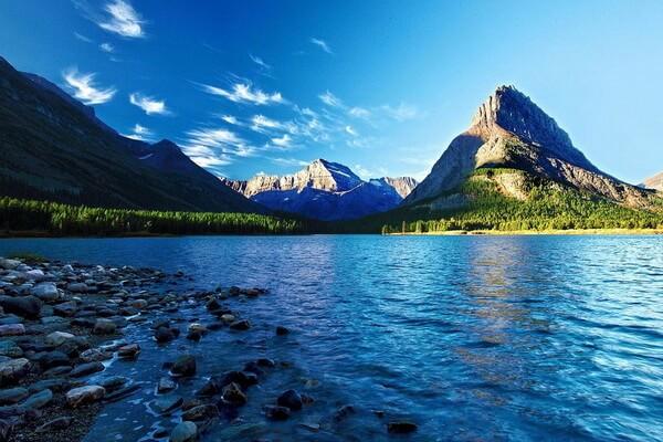 Озеро Макдональд в национальном парке Глейшер (штат Монтана, США)