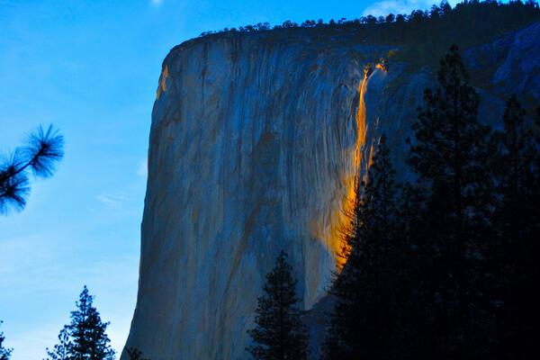 Огненный водопад в США