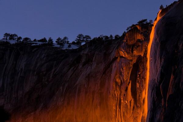 Огненный водопад в США - красивые фото
