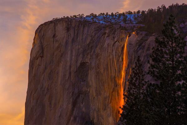 Легенды про Огненный водопад в США
