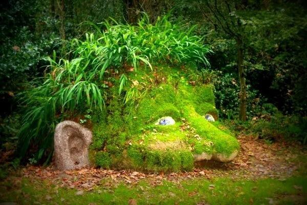 Скульптура Голова гиганта в Затерянных садах Хелигана