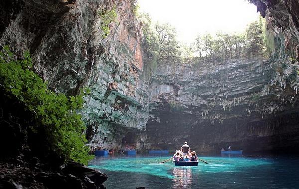 Экскурсии в пещеру Мелиссани в Греции
