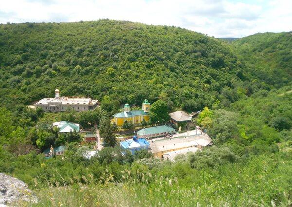Мужской монастырь пресвятой Троицы в селе Сахарна, Молдова