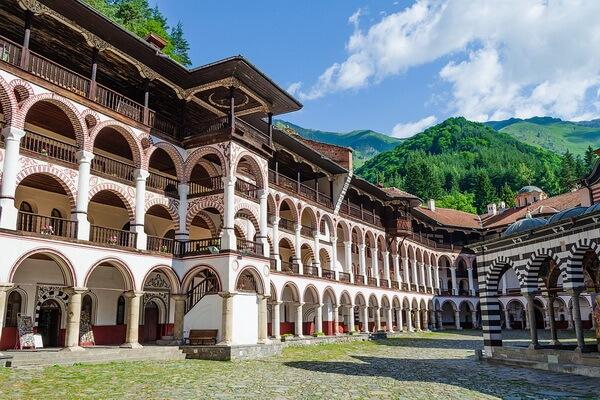 Известные монастыри Болгарии - Рильский монастырь