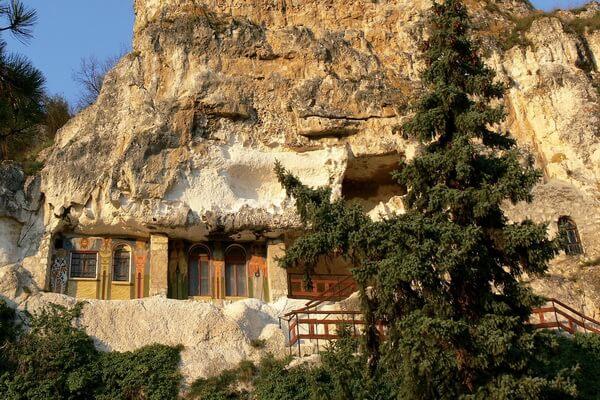 Монастыри Болгарии с фото и описанием - Ивановский скальный монастырь