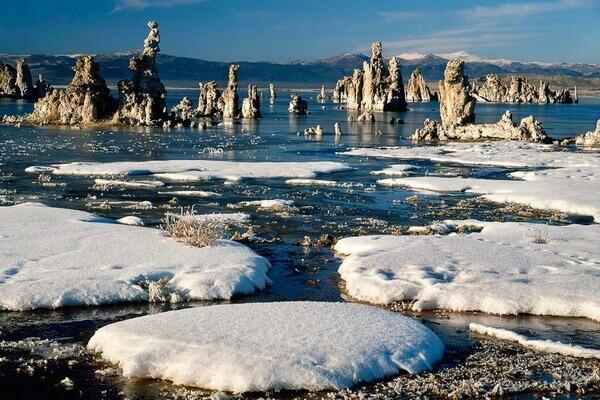 Озеро Моно в США - красивые зимние фото