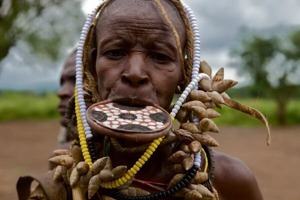 Африканское племя мурси - обычаи и традиции женщин