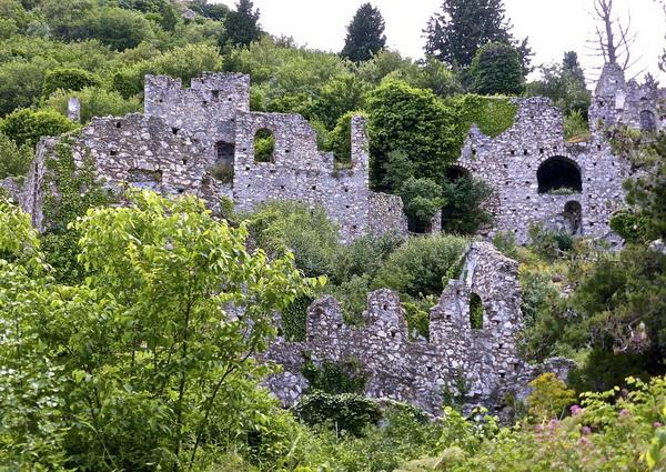 Руины старинного города Мистра в Греции