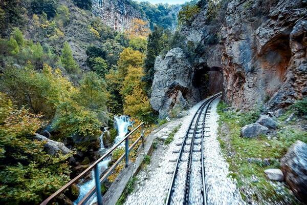 Путешествие на поезде по Европе - самые красивые жд маршруты с фото и описанием - Железная дорога Одонтотос в Греции