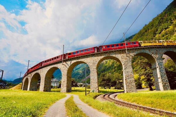 Путешествие на поезде по Европе - самые красивые жд маршруты с фото и описанием - «Бернина Экспресс», Швейцария-Италия