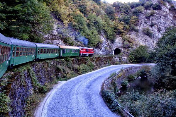 Путешествие на поезде по Европе - самые красивые жд маршруты с фото и описанием - Узкоколейная ж/д Септември-Добриниште (Линия №16) в Болгарии