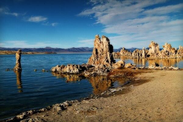 Необычные пейзажи с фото и описанием - Озеро Моно в Калифорнии