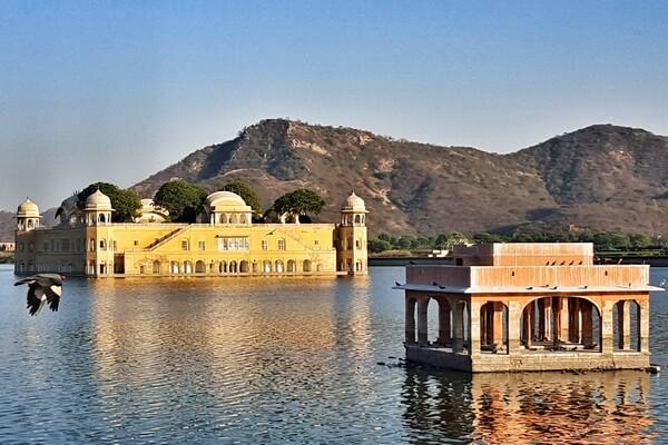 История Джал-Махал - плавающего дворца Джайпура в Индии
