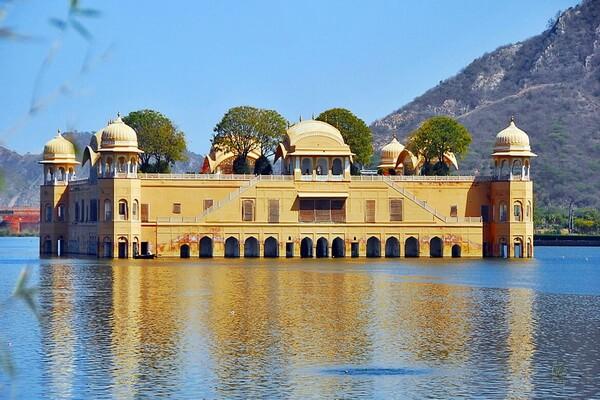 Плавающий дворец Джал-Махал в Джайпуре