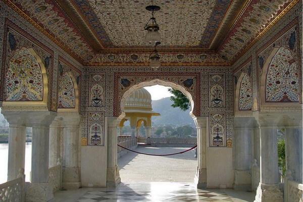 Интерьер дворца Джал-Махал