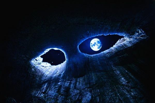 Пещера Глаза Бога ночью