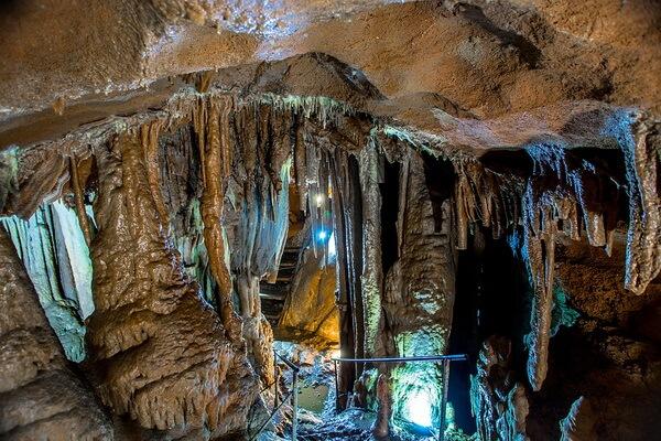 Ледяная пещера Трёхглазка на Ай-Петри