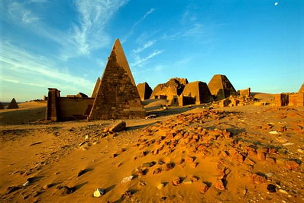 Остаётся загадкой, есть ли связь между пирамидами Судана и Египта