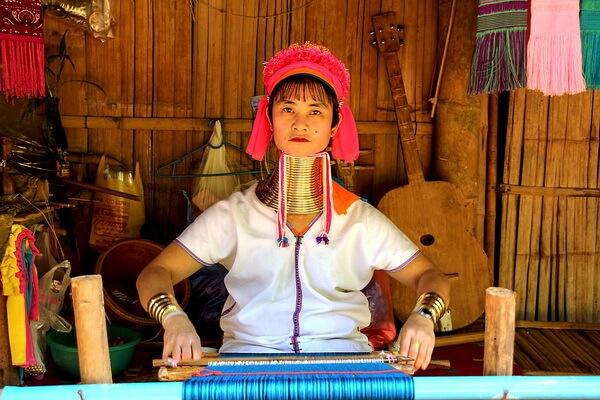 Почему женщины племя падаунг носят кольца на шее - основные теории