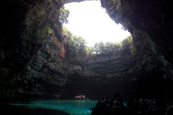 Природные достопримечательности Греции с фото и описанием - Пещерное озеро Мелиссани