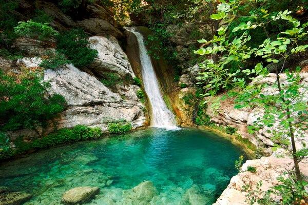 Природные достопримечательности Греции с фото и описанием - Водопады Полилимнио