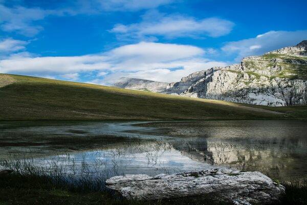 Природные достопримечательности Греции с фото и описанием - Озёра Драколимни