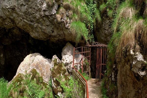 Горы Родопы и их достопримечательности - Пещера Дьявольское горло