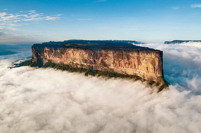 Гора Рорайма в Венесуэле – наивысшая вершина Серра-Пакарайма