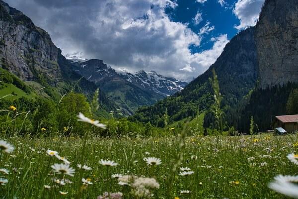 Самые красивые долины с фото и описанием - Долина Лаутербруннен в Швейцарии