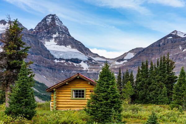 Самые красивые горы в мире с фото и описанием - Ассинибойн в Канаде