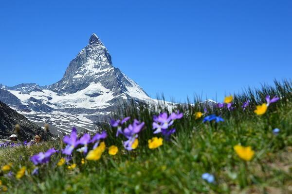 Самые красивые горы в мире с фото и описанием - Киркьюфетль в ИсландииСамые красивые горы в мире с фото и описанием - Маттерхорн на границе Швейцарии и Италии