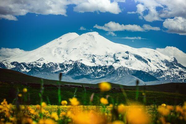 Эльбрус - самая высокая гора Кавказа