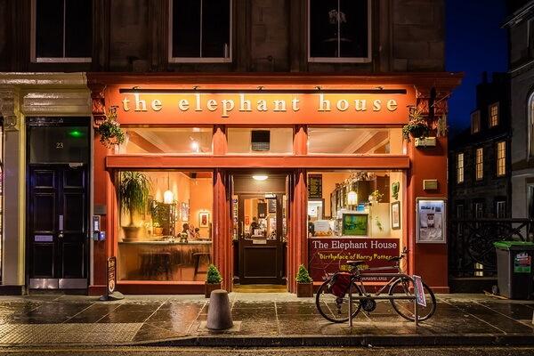 """Кафе «Elephant House» в Эдинбурге (Шотландия) - место """"рождения"""" Гарри Поттера"""