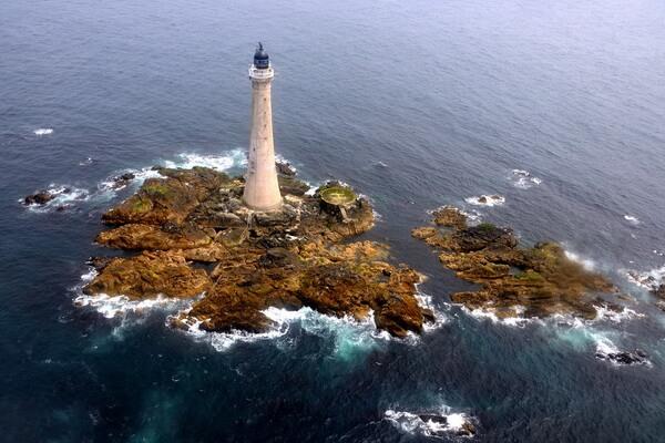 Белл-Рок в Шотландии - самый старый в мире маяк посреди моря