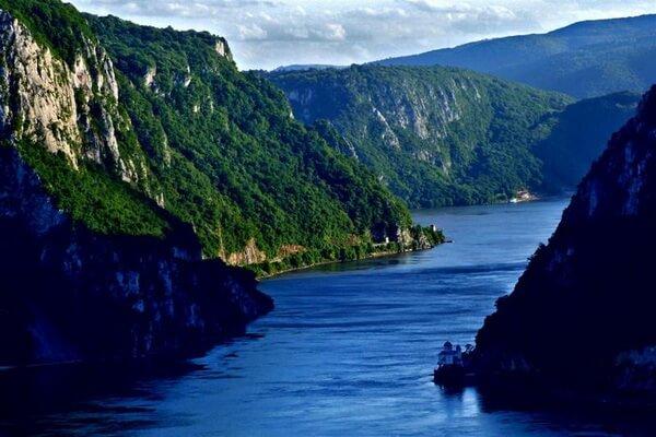 Природные достопримечательности Сербии с фото и описанием - Железные Ворота (Джердапское ущелье)
