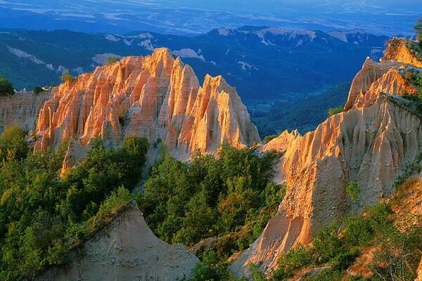 Скалы Болгарии с фото и описанием - Пирамиды Мельника (Мельниковские пирамиды)