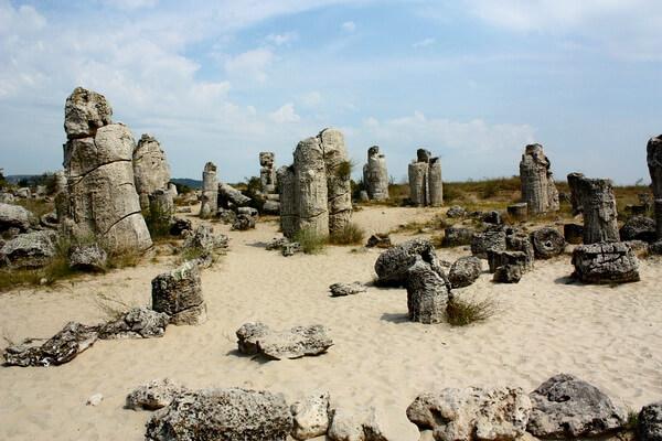 Скалы Болгарии с фото и описанием - Вбитые камни (Каменная пустыня)