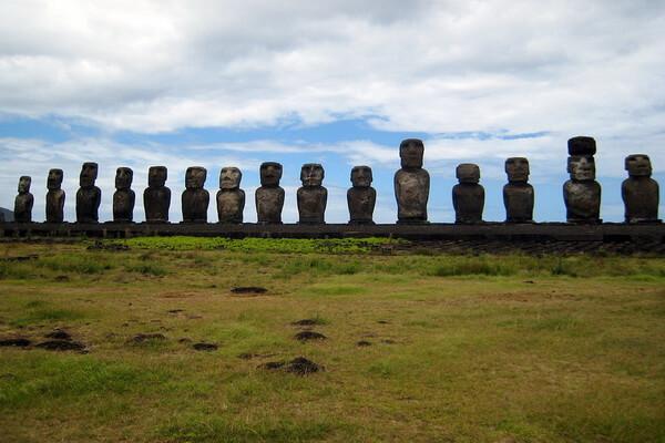 Загадочные статуи моаи на острове Пасхи