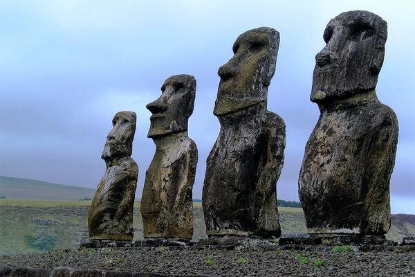 Каменные статуи моаи - фото и интересные факты