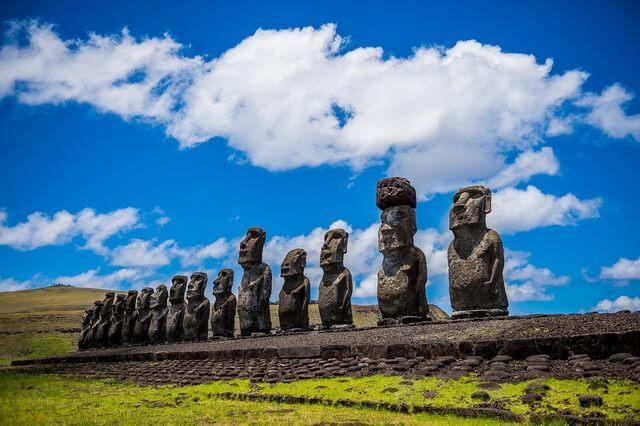 Статуи моаи на острове Пасхи - загадки истории и реальные факты