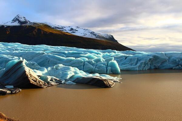 Ледяная пещера Svínafellsjökull в Исландии
