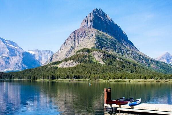 Озеро Свифт-Каррент и гора Гриннел в парке Глейшер (штат Монтана, США)