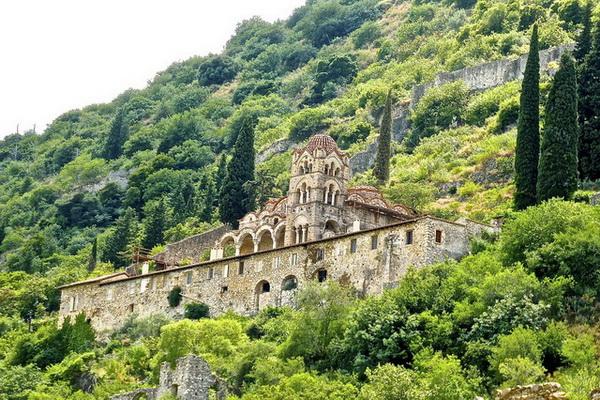 Старинный монастырь Пантанасса в Мистре (Греция)