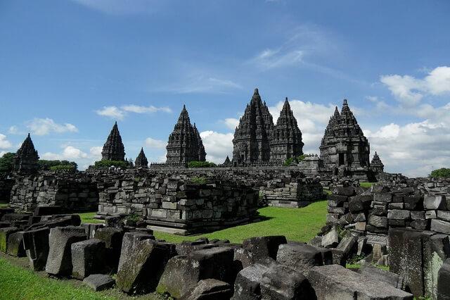 Самые популярные храмы Индонезии