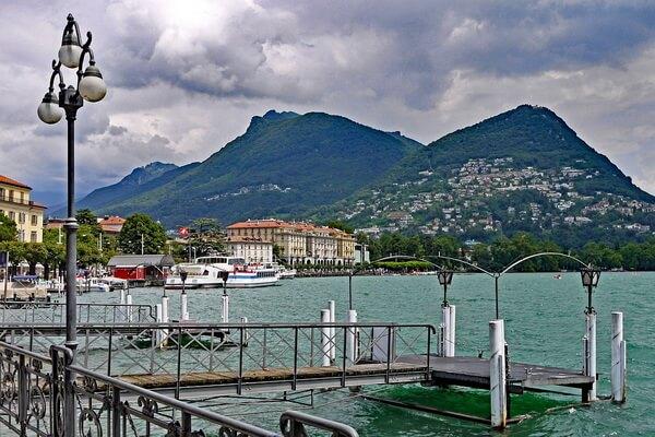 Озеро Лугано на границе Италии и Швейцарии