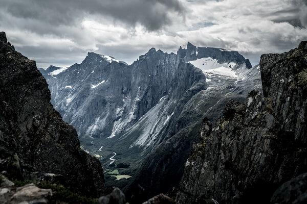 Лучшее время для подъёма на Стену Троллей в Норвегии