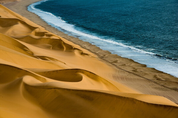 Виды пустынь - Прибрежные пустыни (пример - пустыня в Намибии)