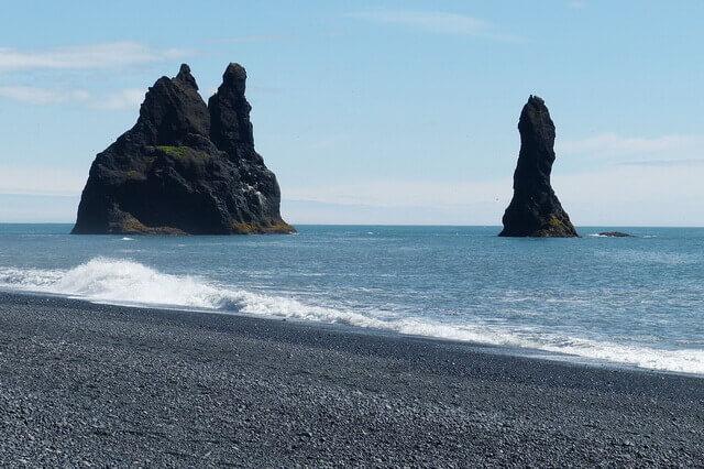 Чёрный пляж Вик - чудо природы Исландии